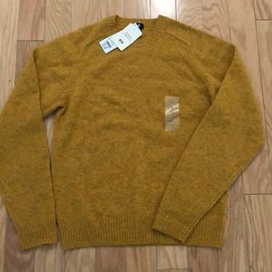 New UNIQLO lambs wool sweater NWT